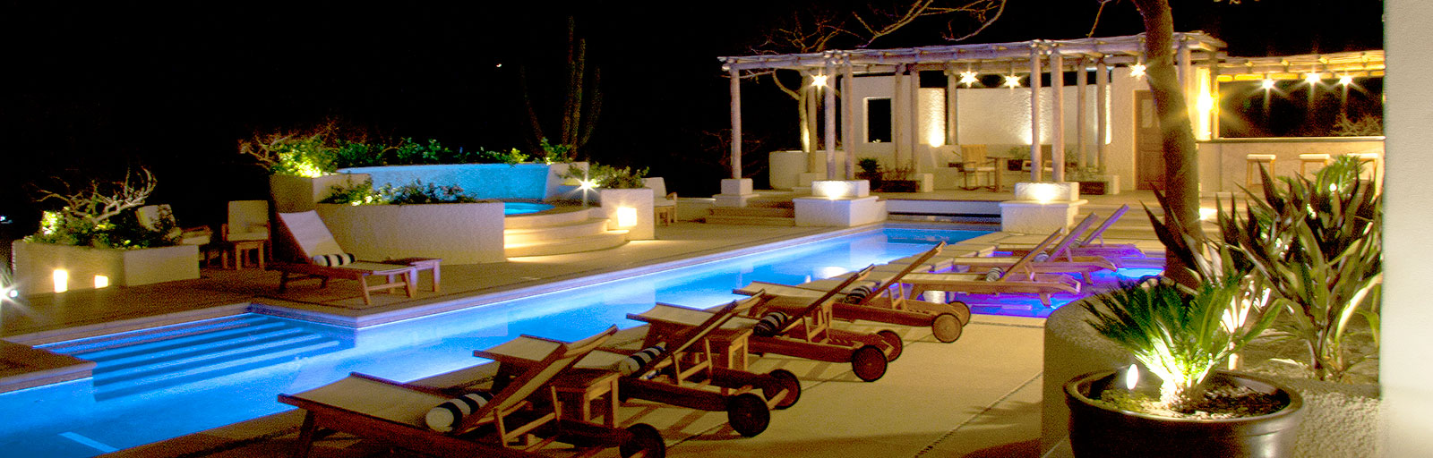 Mexico Yoga Retreats & Wellness Center: Swimming Pool and Hot Tub at Night