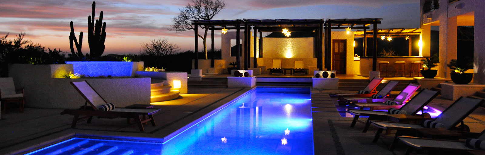 Spa & Yoga Retreat in Mexico: Swimming Pool Lit at Night